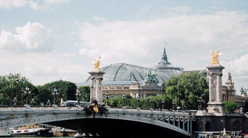 Paris : Le Grand Palais et le Pont Alexandre III