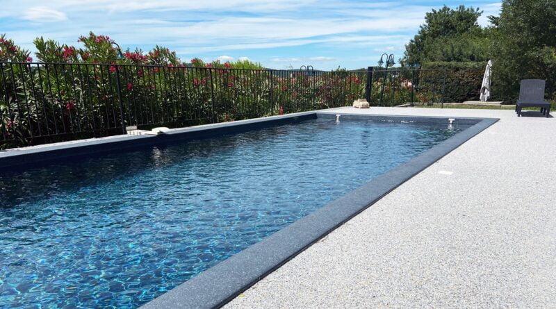 revetement moquette de pierre pour terasse piscine
