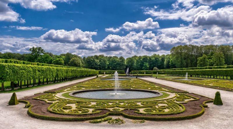 Jardin à la française avec un bassin