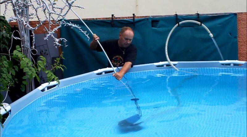 nettoyer le fond de la piscine