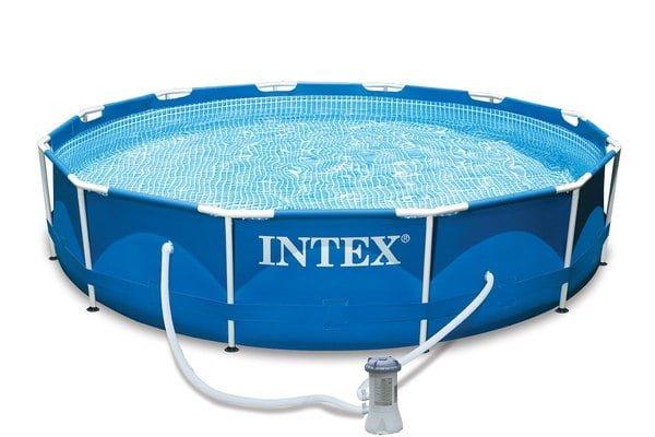 Une piscine tubulaire ronde Intex
